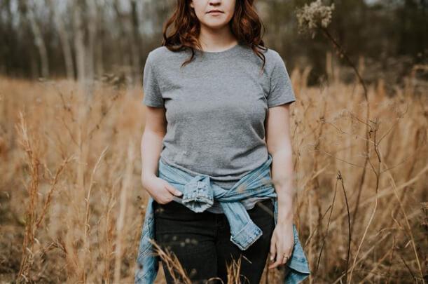 woman_in_field