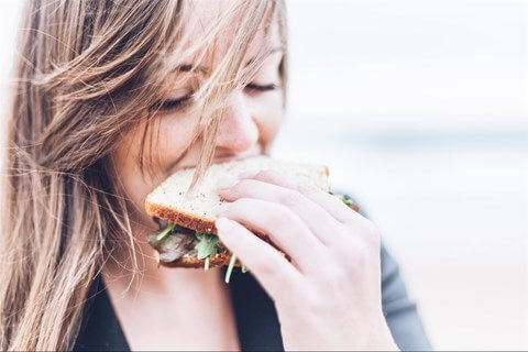 woman_sandwich